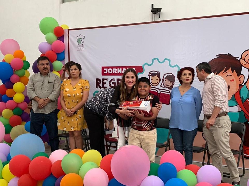 DIF Ahome entrega más de 2 mil paquetes escolares en «Jornada de Regreso a Clases»