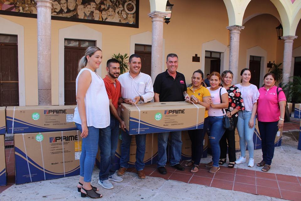 «Le cumple Nubia Ramos a Escuelas Primarias del municipio de El Fuerte»: Leonel Vea